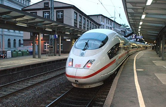 DB-ET-403-003-ICE-Elb-Nacht-FDM.jpeg
